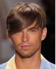 taglio capelli uomo ciuffo