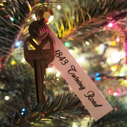 From In My Style - turn an old key into an ornament to rekindle sweet memories each year.