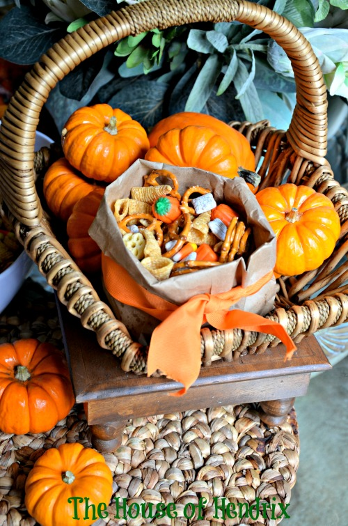 Harvest Trail Mix in brown paper bag. Delicious Salty/Sweet recipe and tutorial for festive brown paper bag bowls. #Halloween