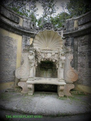 Bench alcove