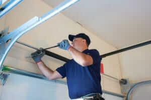 9 Common Garage Door Opener Problems [AND] How to Fix Them ?