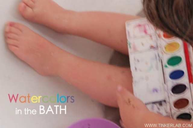 Keeping Toddlers Busy - watercolor bath idea