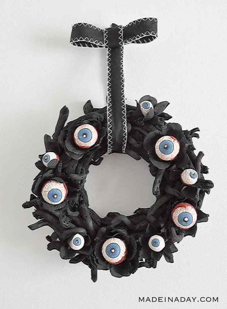 Horrifying Eyeball Wreath