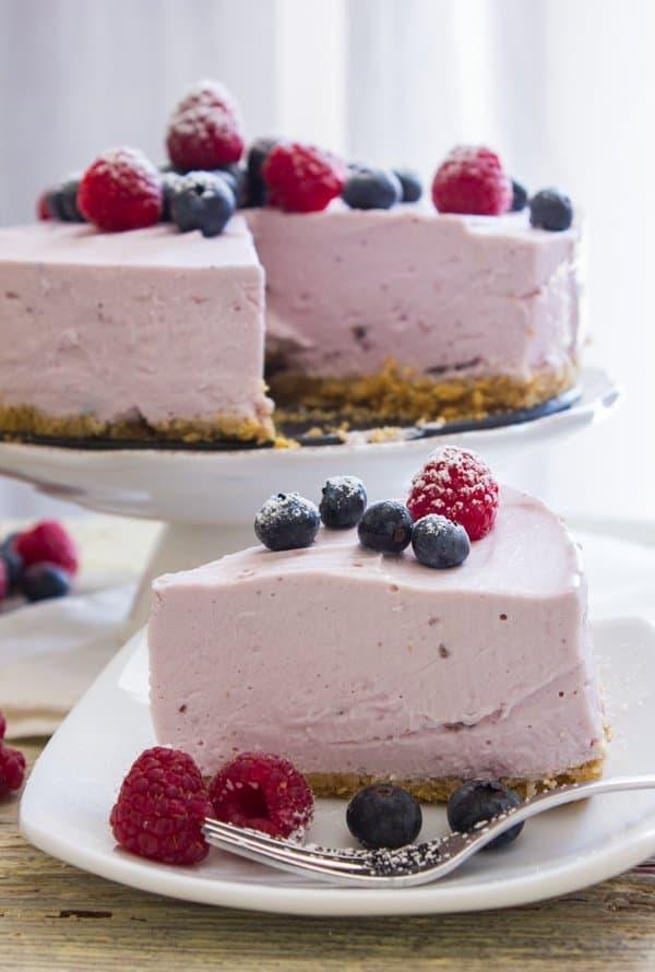No-Bake Berry Greek Yogurt Pie