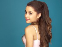 SUPERMUSIC Ariana Grande's impressive vocals bring real style to her album, and her powerful collaborations with other artists make it a sure success.