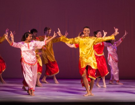MICHELLE XU/THE HOYA Senior Bhangra