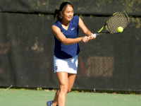 GUHOYAS Junior Risa Nakagawa lost in her match in straight sets against Old Dominion on Friday, but she bounced back to win her match against Middle Tennessee State in three sets on Saturday.