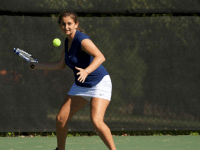 TENNIS | Women Win Decisively, Men Split Matches