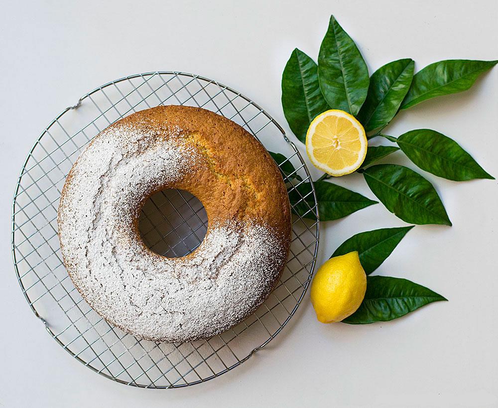 cake-lemoniou-me-elaiolado-kai-karyda