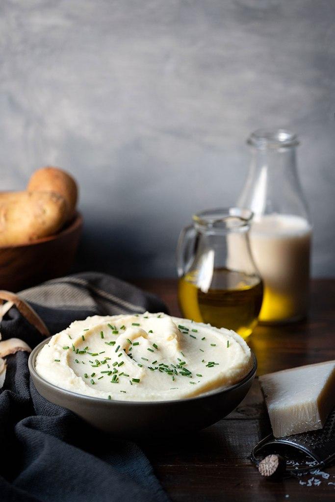 Εύκολος πουρές πατάτας με γάλα και παρμεζάνα 1