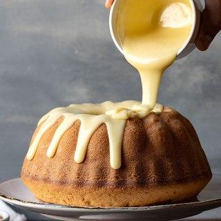 Αφράτο κέικ βανίλια με διπλή λευκή σοκολάτα προφίλ