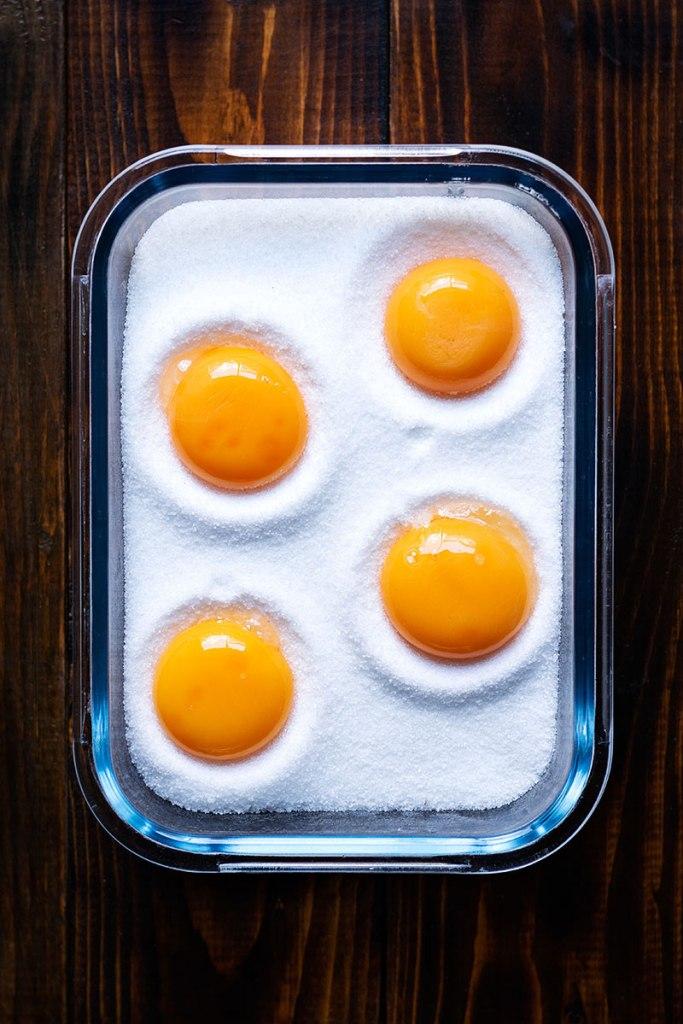 πως να φτιάξετε παστούς κρόκους αυγών 1