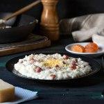 Ριζότο καρμπονάρα στο τηγάνι με παρμεζάνα και ζαμπόν
