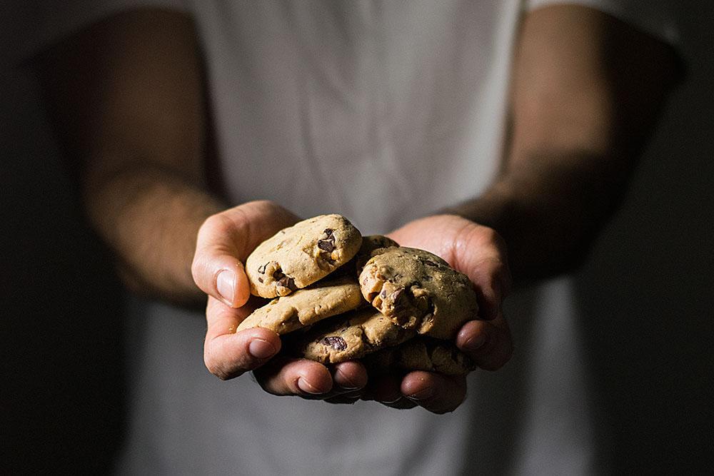 crispy pistachio and chocolate chip cookies