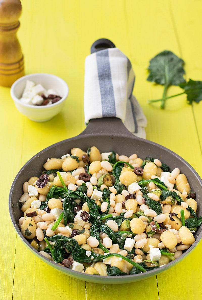 Mediterranean skillet gnocchi with white beans & spinach 4