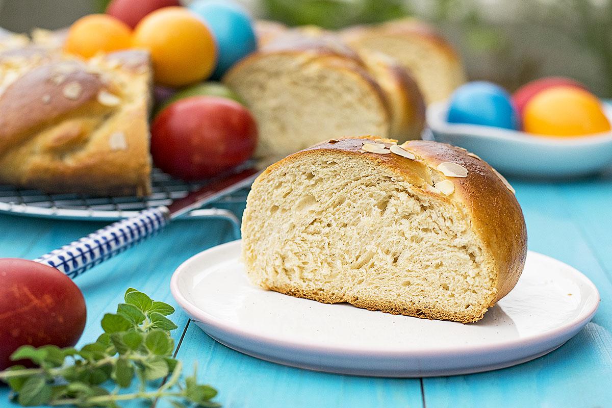 Greek Easter sweet bread with olive oil (Tsoureki) 4