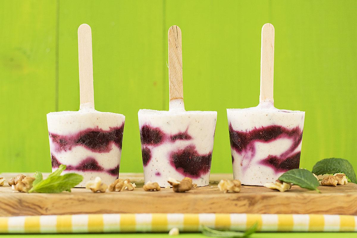 Minty Greek yogurt fruit popsicles 2