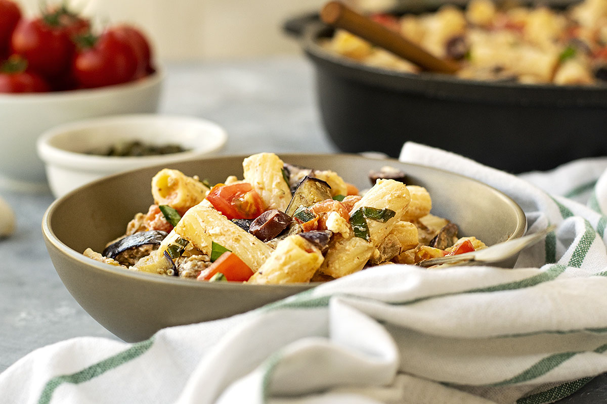 Creamy summer pasta with eggplant and tomatoes 4