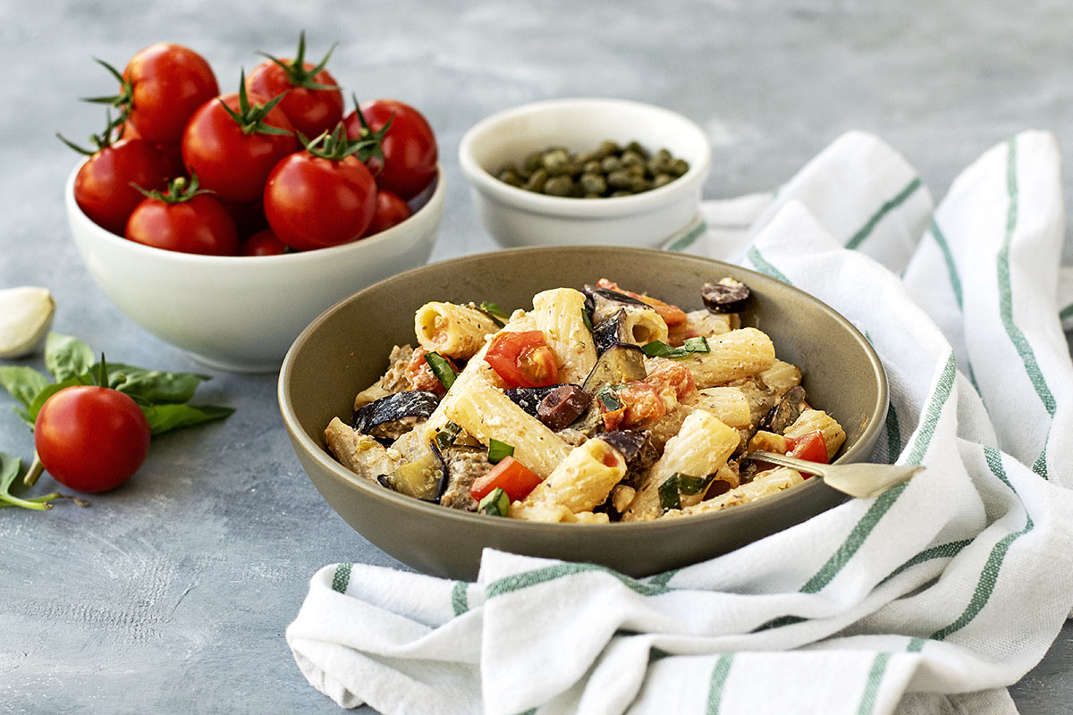 Creamy summer pasta with eggplant and tomatoes 6