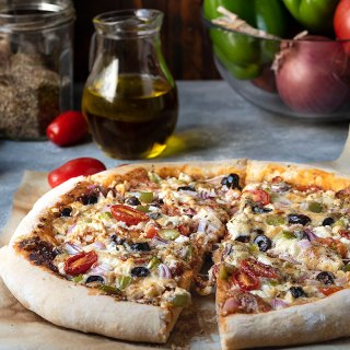 Greek pizza recipe with olive oil and yogurt dough feat