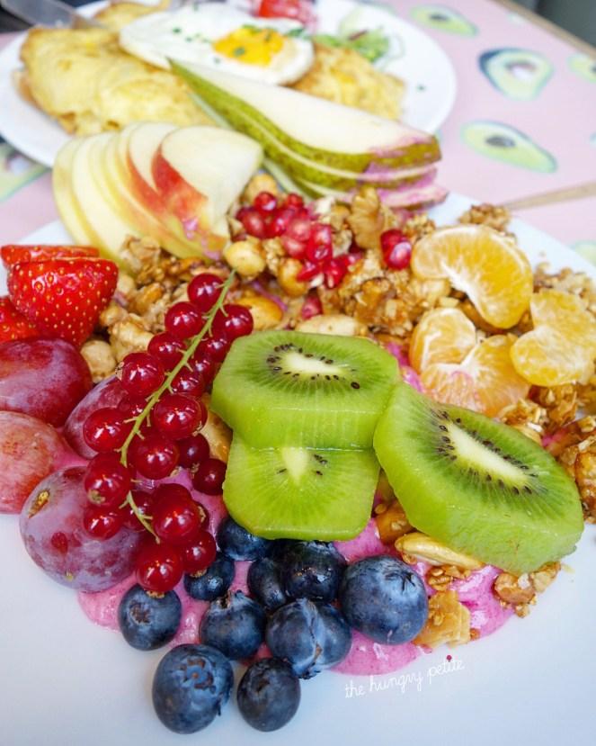 My Dragon Bowl - dragon fruit, banana, frest fruit and homemade granola