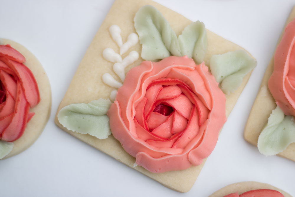 How to frost buttercream flower cookies, The Hutch Oven