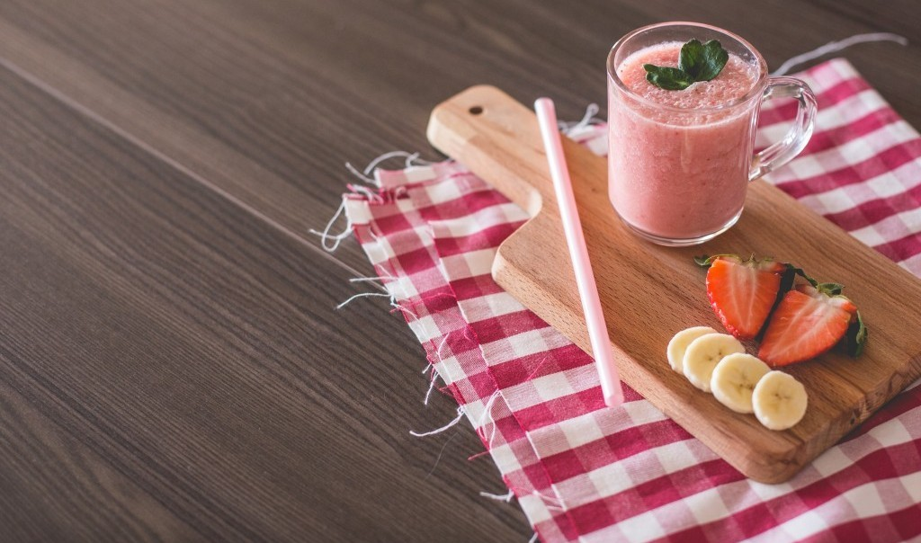 strawberry smoothie wellness travel
