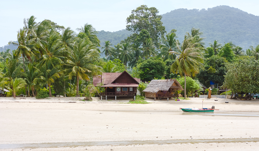 wonderland healing center retreats in thailand