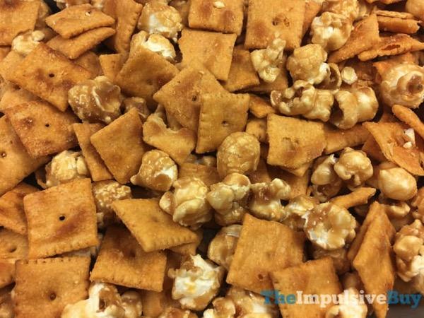 Cheez It Duoz Caramel Popcorn  Cheddar 2