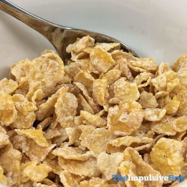 Kellogg s Limited Edition Banana Creme Frosted Flakes Closeup