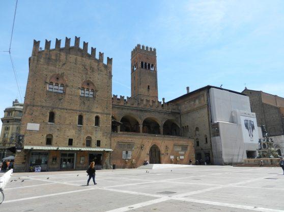 Palazzo Re Enzo off of Piazza del Nettuno.