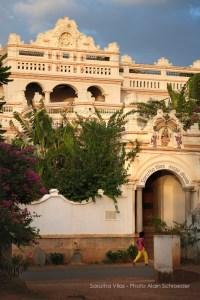 la façade de Saratha Vilas, au Chettinad