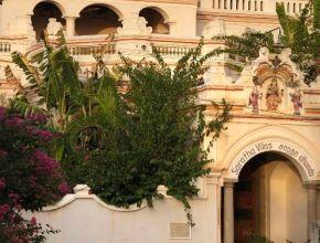 La façade de Saratha Vilas