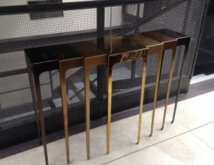 La console araignée, exposée à la galerie Nilufar de Milan