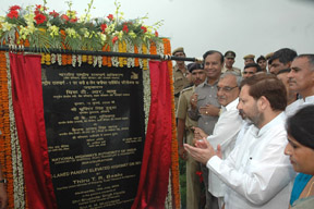 The Union Minister of Shipping, Road Transport and Highways, Shri T.R. Baalu unveiling the plaque to inaugurate the highway project of six laning of NH-1 covering Panipat city including construction of 3 km long elevated highway, in Panipat, Haryana on July 16, 2008.