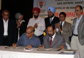 Goa, C.M. and kalmadi signing contract