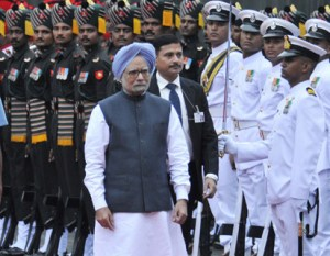 The Prime Minister, Dr. Manmohan Singh inspecting the Guard of Honour at Red Fort, on the occasion of the 67th Independence Day, in Delhi on August 15, 2013.