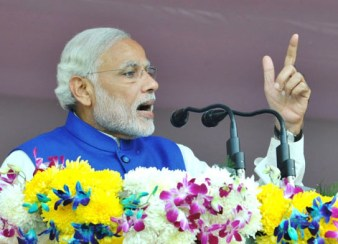 The Prime Minister, Shri Narendra Modi addressing the gathering at Chanderkote, Ramban, in Jammu and Kashmir on November 07, 2015.