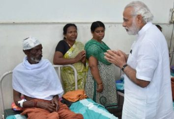 The Prime Minister, Shri Narendra Modi visits Kollam Distt. Hospital to meet the victims of fire accident, in Kerala