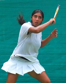 Mehak executing a forehand in the girls under-18 singles final.
