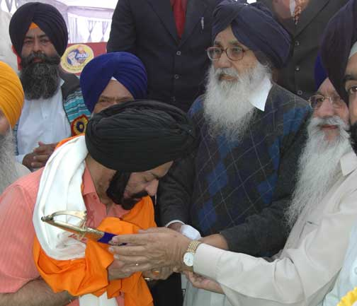 Mr. Parkash Singh Badal Honoured Mr. Parminder Singh Pasricha, DGP of Maharastra and Chairman, Central National Development Committee of Sri Hazoor Sahib, Nanded at Mohali