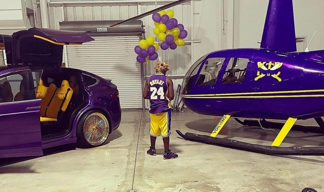 Kodak Black Under Attack For Posing Next to a Purple and Gold Helicopter While Adorning a Kobe Bryant Jersey