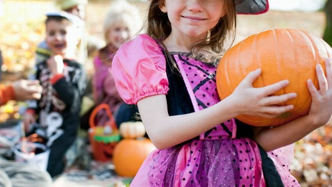gty_trick_or_treaters_dm_111024_wblog