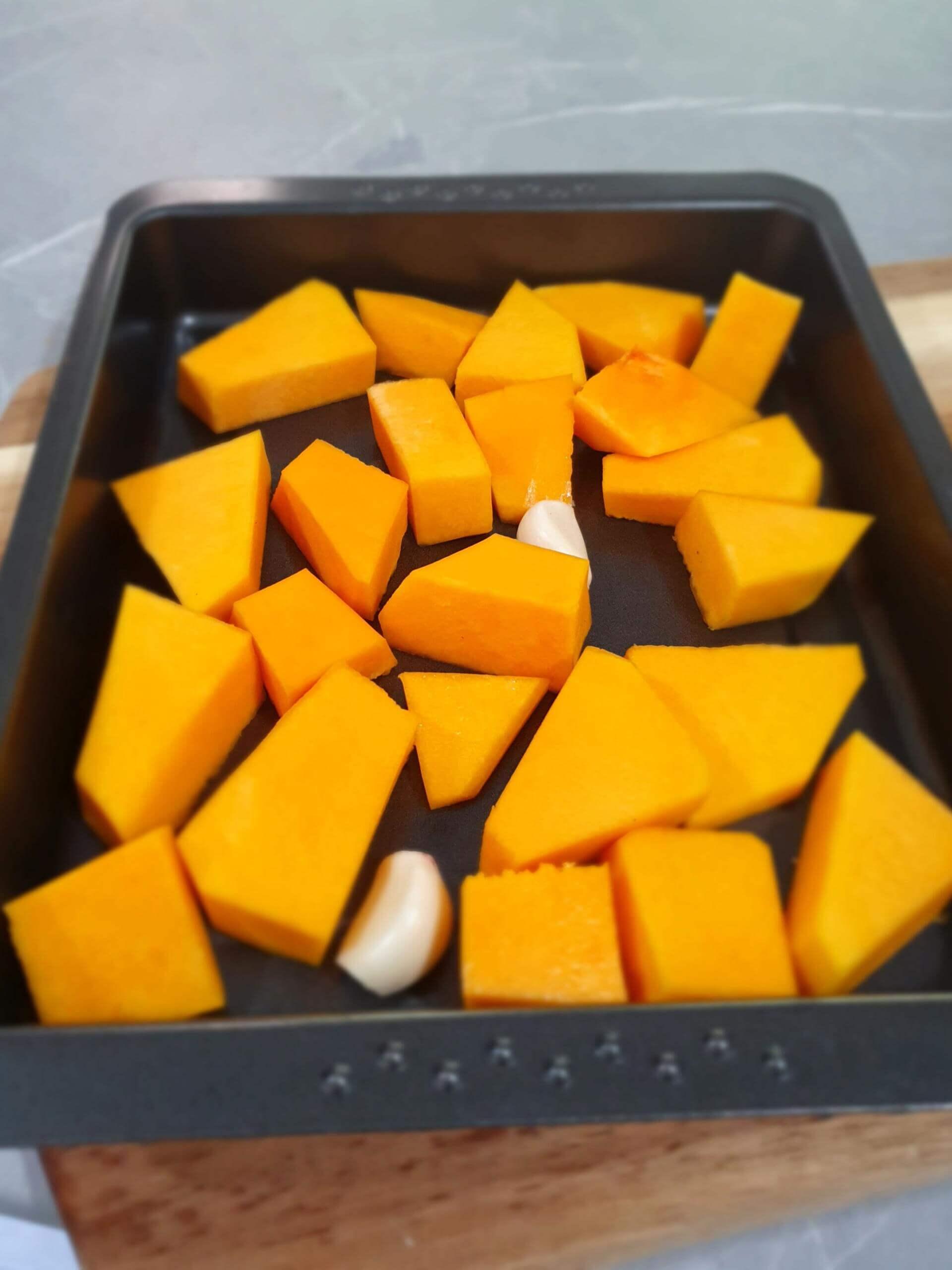 making roasted pumpkin soup