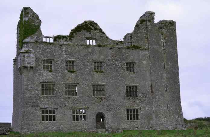 Leamaneh Castle - The Irish Place