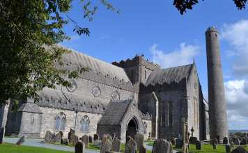 St. Canice's Cathedral and Round Tower in Kilkenny - The Irish Place