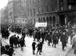The IRA parades in Dublin at Easter 1922. (picture courtesy of the Irish Volunteer website).
