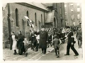 Civilians being evacuated from the fighting at Gardiner Street, July 1922.
