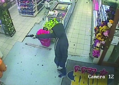 Armed robbers take More4Less