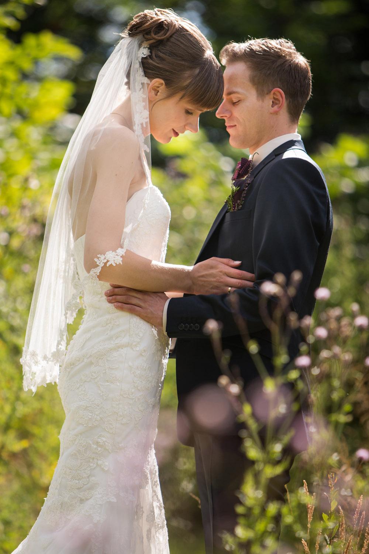 Kreativ og klassiske bryllupsbilleder i naturen